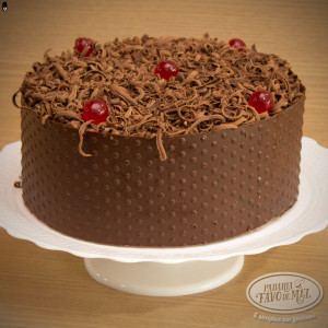 Bolo Confeitado de Chocolate